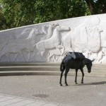 Животные в памятниках