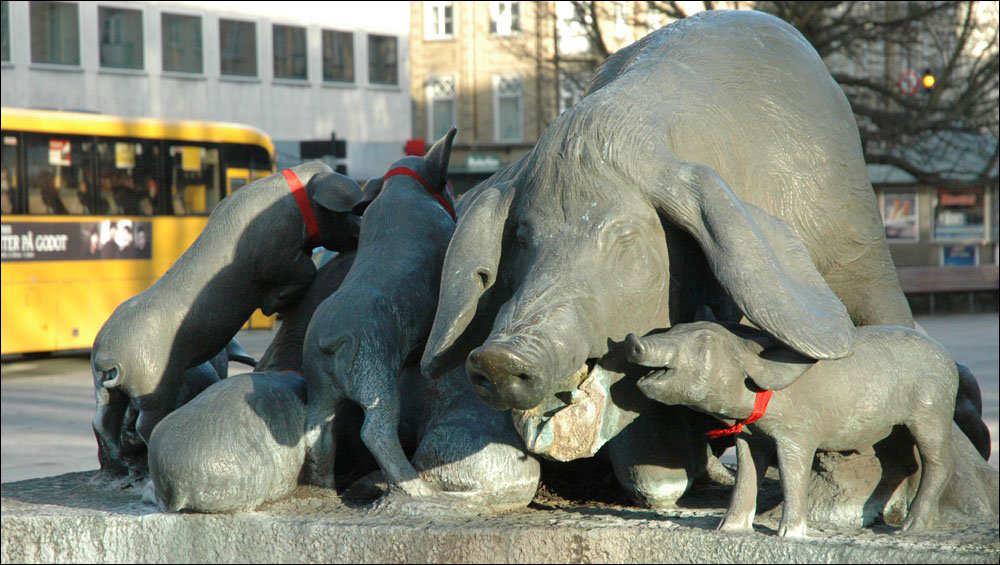 Памятник свинье в Дании