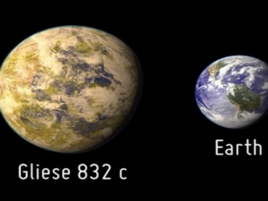 gliese 832 moons-#6